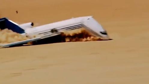 飞机沙漠迫降全过程,落地不到5秒瞬间解体,庆幸无人伤亡!