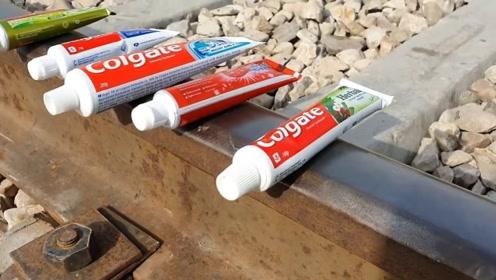 老外作死实验,把牙膏放在轨道上,火车开过会发生什么?