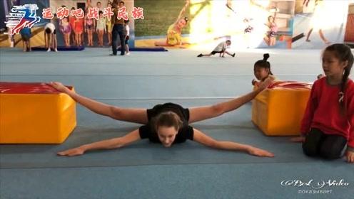 200度大劈叉!实拍俄罗斯体操女孩压腿,看着都疼