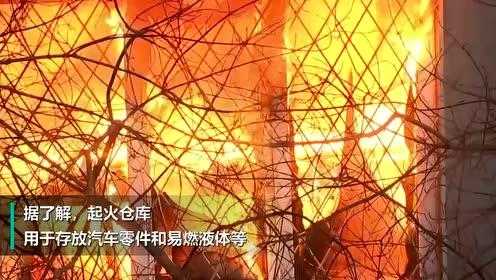 圣彼得堡一大型仓库起火坍塌 仓库存有易燃液体