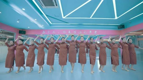 中国舞《烟雨行舟》,云烟如雨般的妙曼体验!小姐姐们的身姿也太柔软