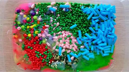 DIY史莱姆教程,彩虹珍珠豆+塑料制品+彩虹水晶泥,效果超棒