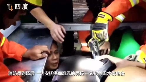"""惊险!江苏一男孩进入操作车间玩耍 整个胳膊被""""吃""""进流水线滚轮"""
