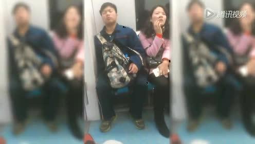 实拍男子地铁打旽东倒西歪 旁边女士深思皱眉