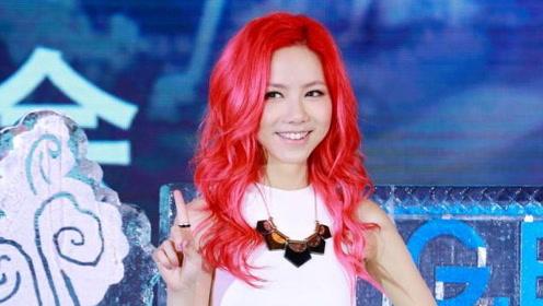 邓紫棋化身二次元少女 红发女郎美得各不相同
