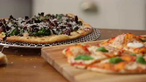 教你自己在家做意式薄底披萨!