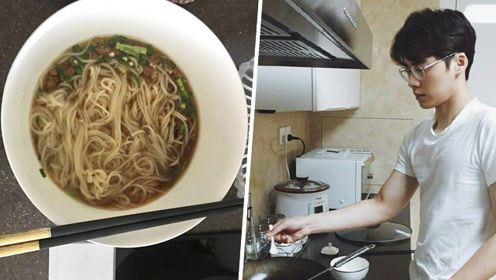 李易峰大清早起来煮面 其实是在炫富!