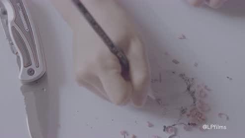 高考日 学姐认真为你削支笔