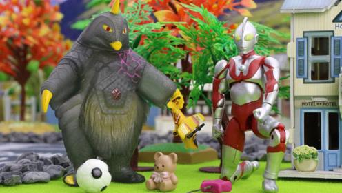奇趣箱小猪佩奇玩具故事 小猪佩奇幼儿园今天来了一位