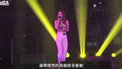 邓紫棋和闺蜜在KTV演唱自己的歌曲,绝了