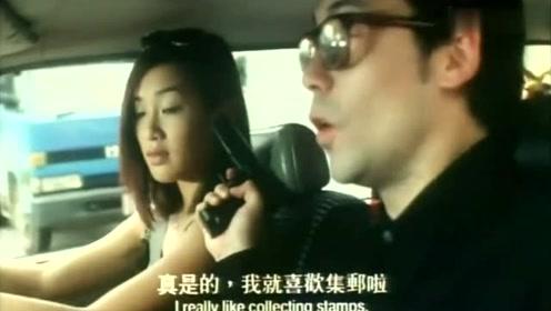 司机旁边坐着一个美女,司机都不能好好开车了