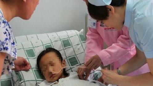 孙子嘴唇发紫发黑,医生的回答让奶奶瘫倒在地,反抽自己嘴巴!