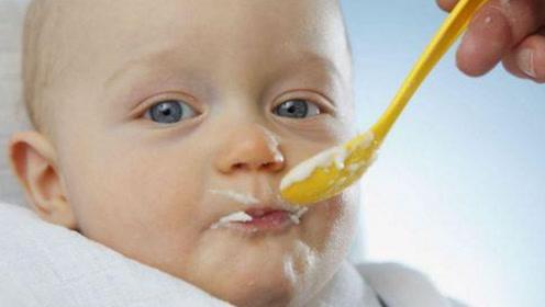 家长千万要掌握好宝宝进辅食的阶段,不要胡乱喂宝宝吃东西!