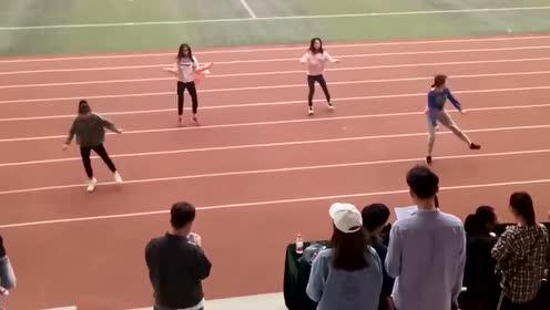 女生校运会热舞开场,整个气氛燃起来了
