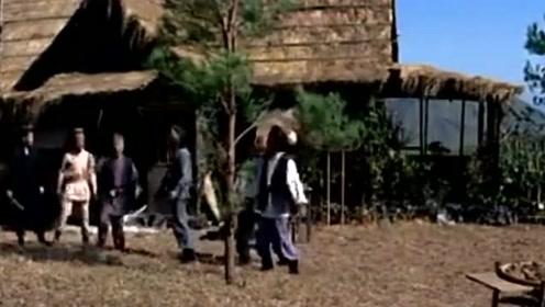 老头步履蹒跚被瞧不起,想不到折几根树枝就把他们解决