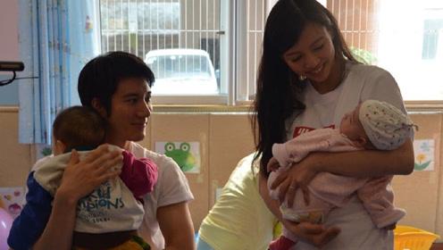 """李靓蕾称儿子在孕肚里""""练鼓"""" 王力宏抱女儿一脸幸福"""