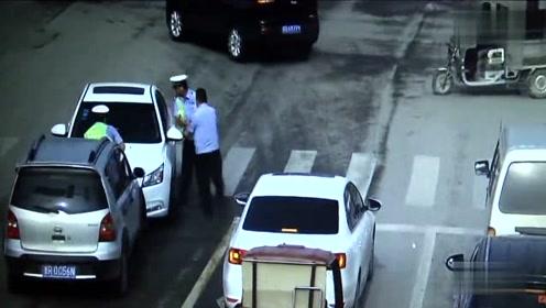 司机无证酒驾拒查 疯狂拖行交警50米