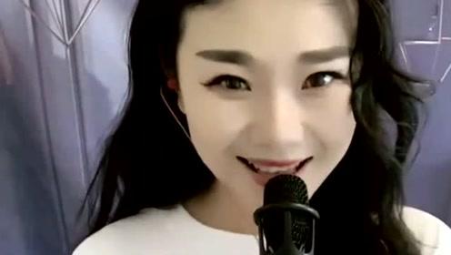 清纯女孩献唱《爱的世界只有你》嗓音甜美,媲美原唱!