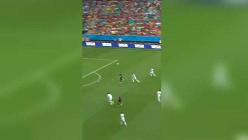 2014年巴西世界杯经典瞬间:范佩西鱼跃冲顶
