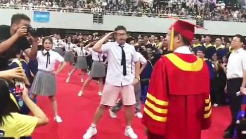 学长热舞《创造101》一跳成名  校长目瞪口呆  毕业典礼上C位出道