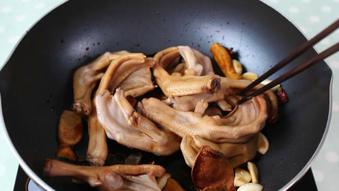 教你在家就能轻松做出香辣美味周黑鸭脚,制作简单, 快捷又好吃