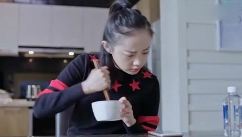 调皮继女为后母下厨做饭,饭都糊了还说好吃!