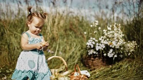 """4岁女娃成""""行走的表情包"""" 她是俄罗斯万千网友的""""快乐源泉"""""""