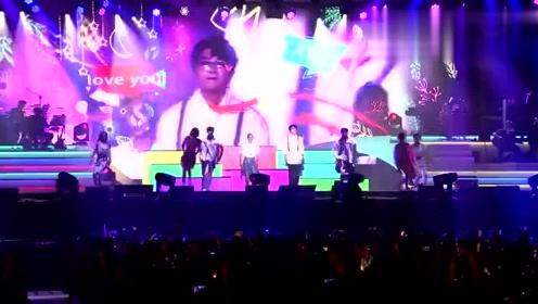 毛不易《哎呦》毛不易演唱会,首站上海开唱,现场鬼步跳舞了