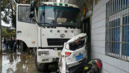 豪车男子殴打货车司机,司机忍无可忍,一脚油门撞成肉饼!