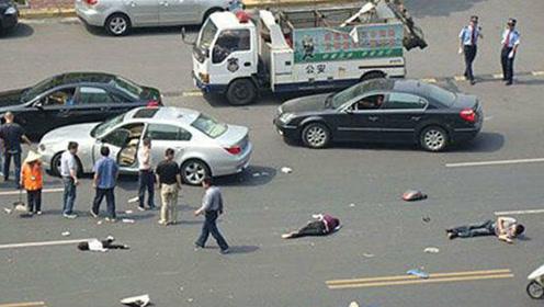 一家4口高速摆桌吃饭,没想到一辆车撞了过来,一家人阴阳两隔