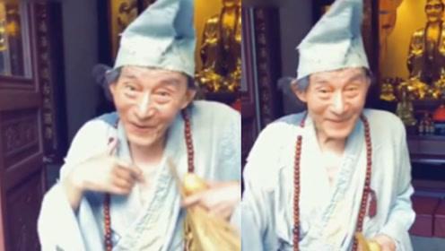 """85岁游本昌再扮济公:贫僧我又回来了 网友齐呼""""童年回来了"""""""
