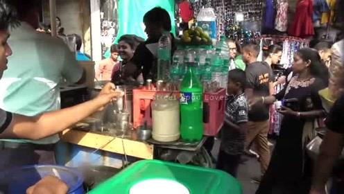 印度街头柠檬水,生意火爆的不行,搞不懂为啥不直接买瓶雪碧呢