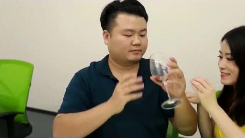 办公室小野:陆胖超大红酒杯啤酒泡枸杞 另类养生全场爆笑