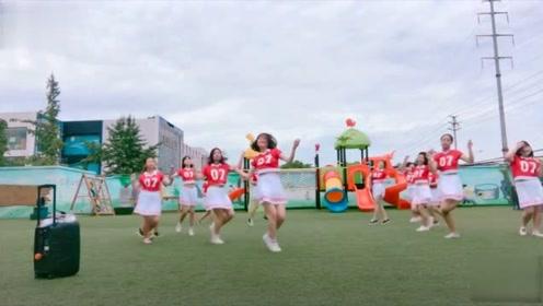 幼儿园老师各个能歌善舞!