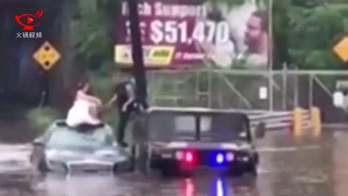 新娘被困洪水中 警方及时出动将其救下