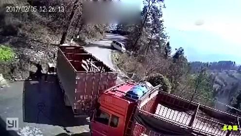 这个应该不是老司机,老司机山上不会这样开!