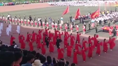 运动会全班齐跳《红昭愿》,班里唯一两名男性跳的真不赖!