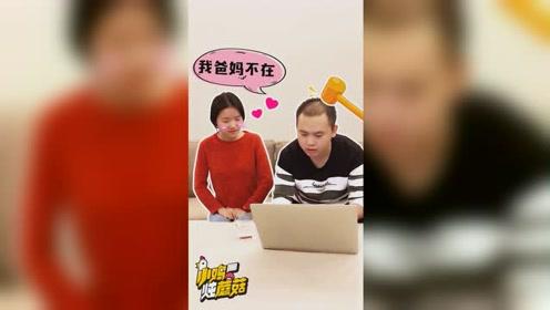当男生在女生家修电脑的时候,心里都在想什么?