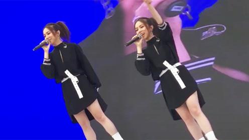 邓紫棋参加活动献唱唱功太强,普通设备唱出千万音响效果!