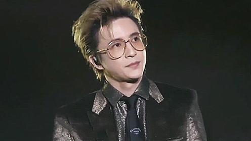薛之谦在台上唱歌,突然观众大喊李雨桐,瞬间变了脸色,歌都不唱了!