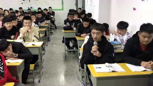 男生晚自习一开口全班安静,还以为是李荣浩来了