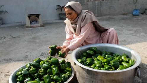 印度土豪老奶奶,拿来一大盆辣椒,看看她是如何烹饪的?