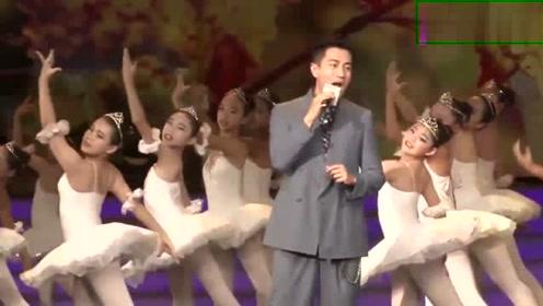 离婚后第一个春节,刘恺威和好友聚会桃花下展笑颜!