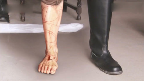 修脚师父用祖传刀法在鬼子的腿上划了几下,竟出现意想不到的结果!