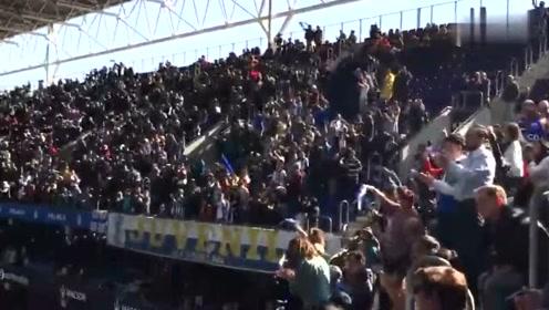 武磊西甲首球,主队球迷随之陷入疯狂,这就是足球的魅力!