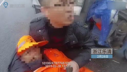两车发生碰撞清洁工受伤 警车变身急救车紧急送医