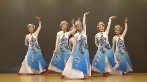 蒙古舞《天边》现场版,姑娘们不仅长的漂亮!舞技也一流