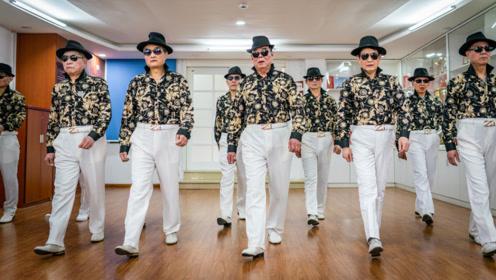 南湖老年大学模特队