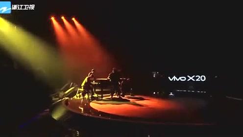 刘宪华现场演奏钢琴,一首《Trap》刷新了我对他的认知,太有才了