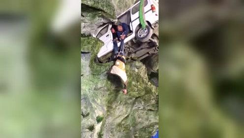 演员掉落悬崖的戏原来是这样拍的,看着都害怕
